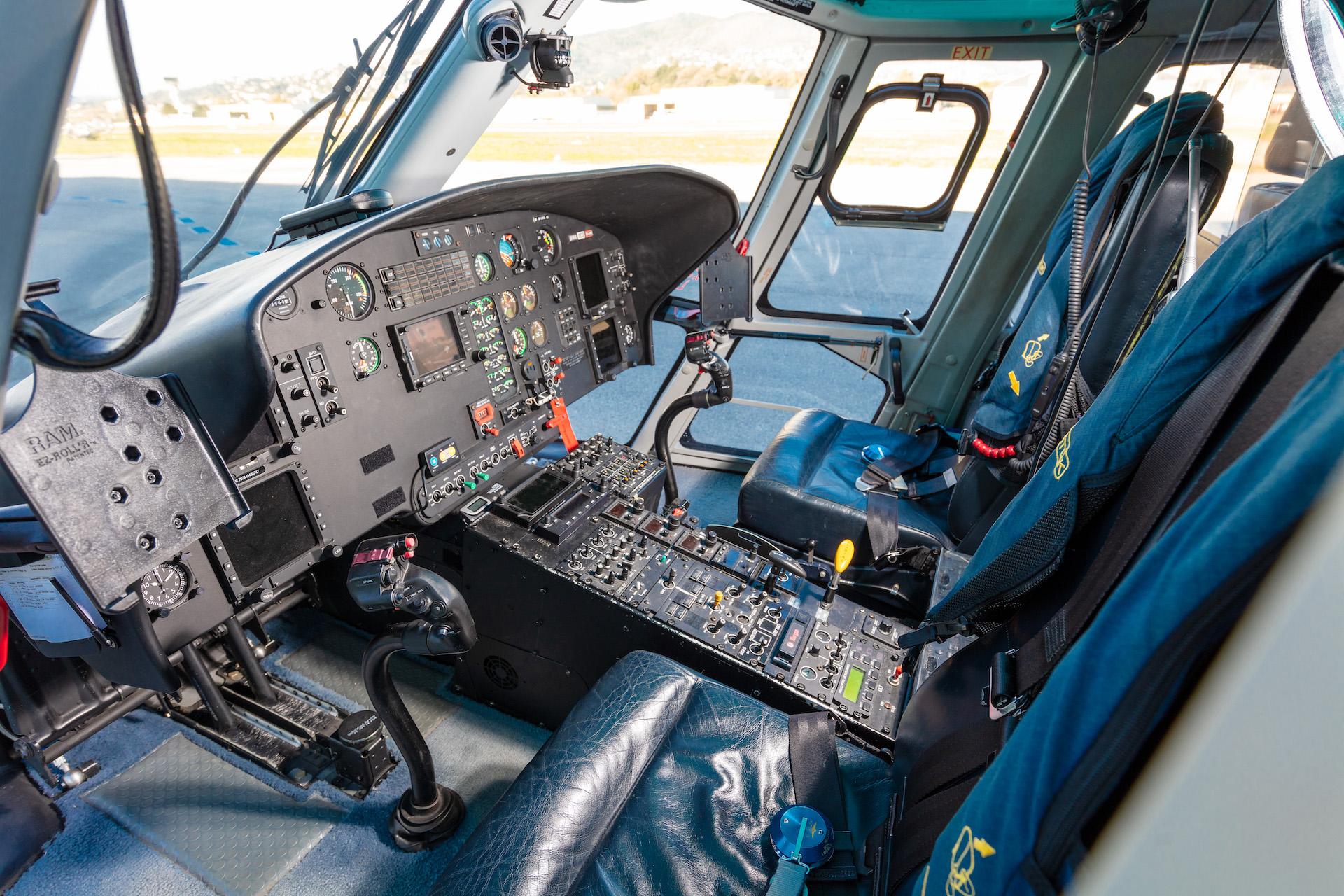 M-LVIA 2019 Cockpit copy