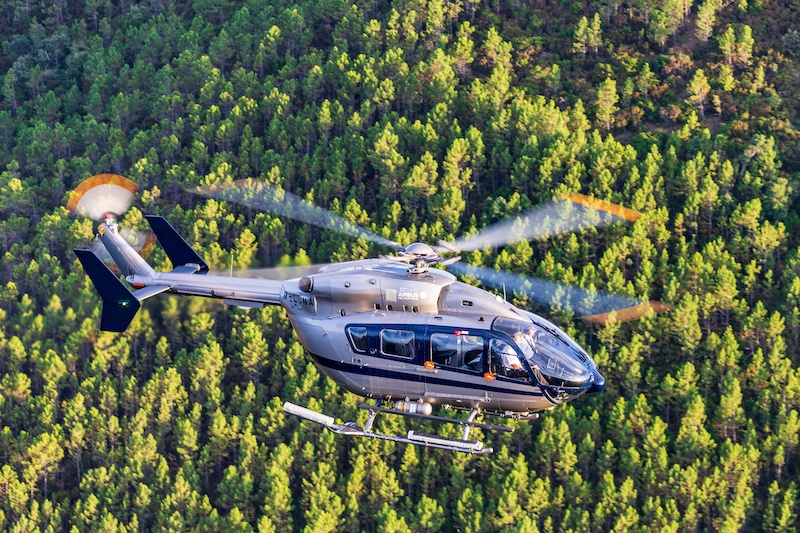 Nigel Watson Helicopter and Luxury Yachting Consulting - M-LUNA Static - M-LUNA Flying - Trees